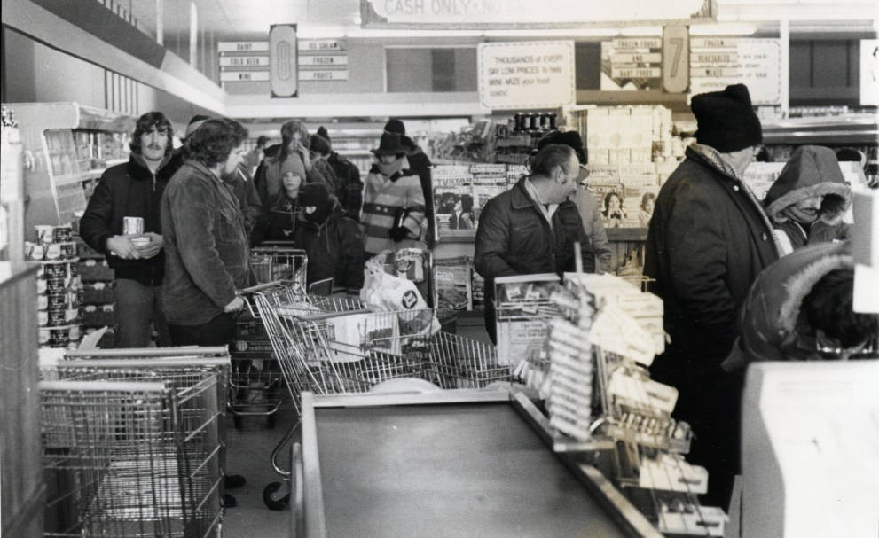 Stocking up on groceries, January 1978. Courtesy of the Marion County Historical Society via Ohio Memory