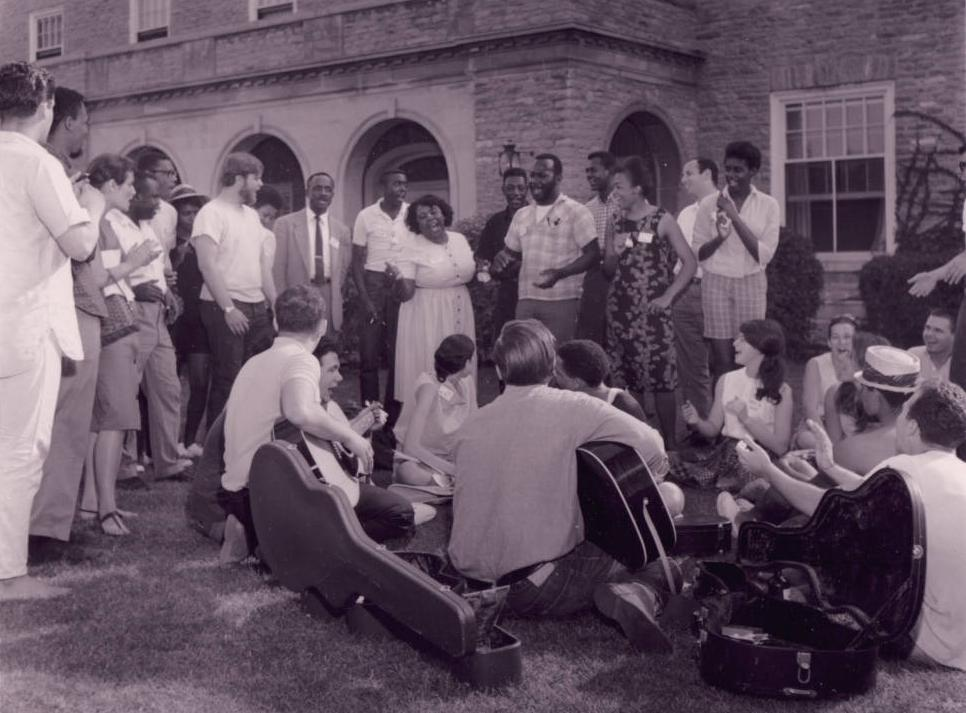 Freedom Summer Volunteers in Oxford, Ohio, 1964. Courtesy of the Smith Library of Regional History via Ohio Memory.