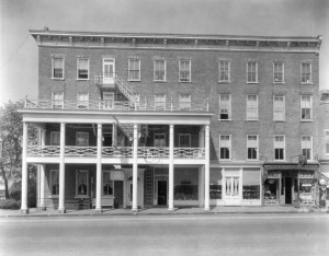 The Golden Lamb Hotel in Lebanon, where Dickens stayed on one leg of his American journey. Via Ohio Memory.