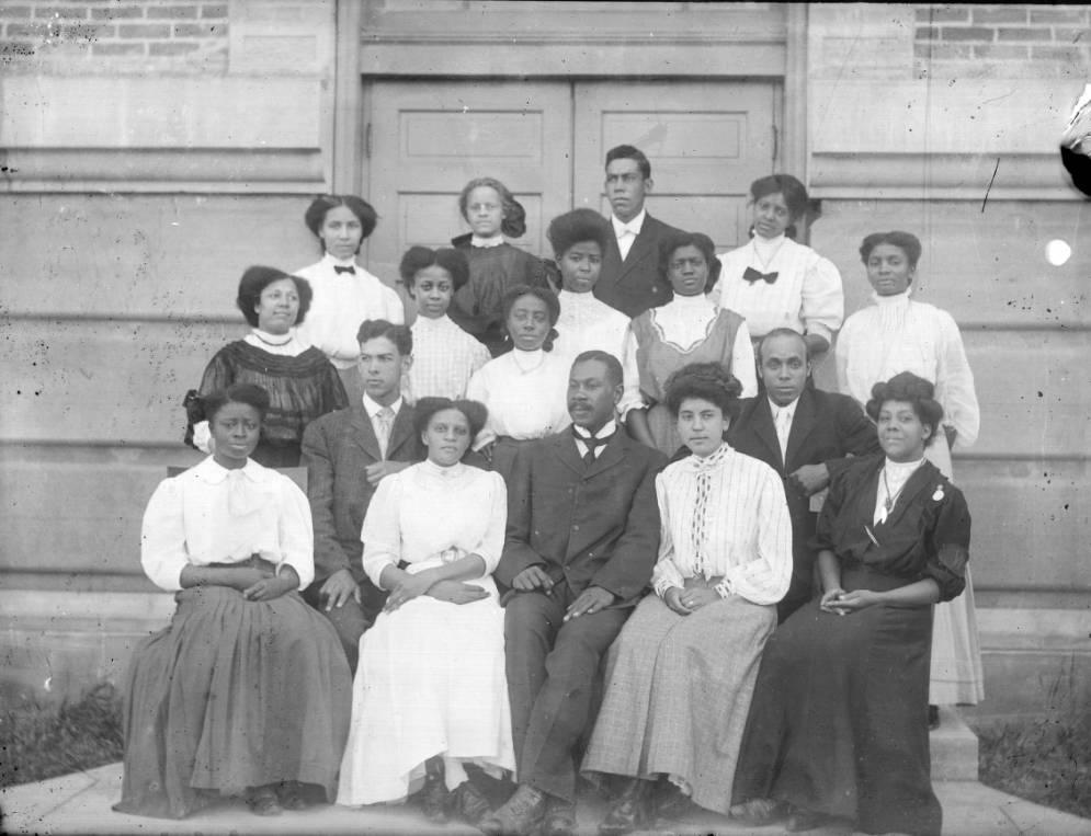 Group portrait of WIlberforce students, ca. 1900.