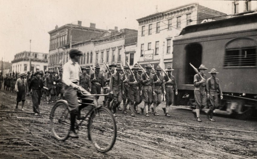 Farewell parade in Hillsboro, Ohio, for Company D of the 1st Ohio Infantry before they left for Cincinnati, 1917. Via Ohio Memory.