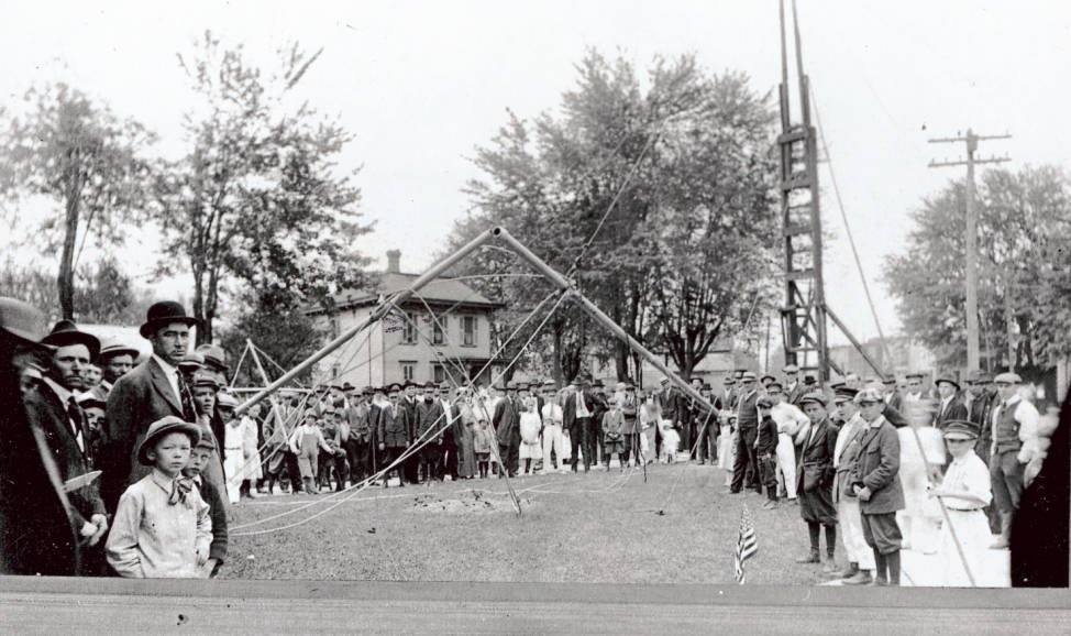 Unsuccessful flag raising on July 4, 1918, Pemberville, Ohio. Courtesy of the Pemberville Public Library via Ohio Memory.